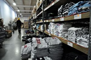 shelves of shirts at MerchNow-thumb-525x348-10106